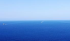 海军护航编队完成共同护航并进行交接